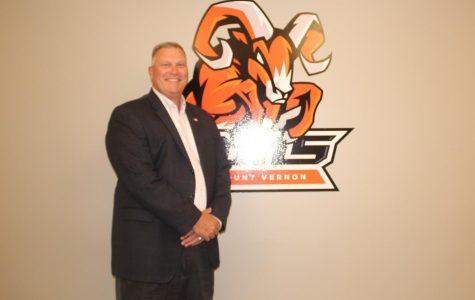 Superintendent Jeff Fritchtnitch announces retirement